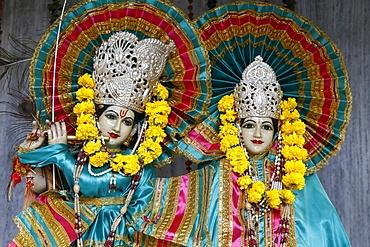 Krishna and Radha murthis (statues) in a Delhi Hindu temple, Delhi, India, Asia