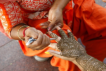 Henna tattooing in Delhi, India, Asia