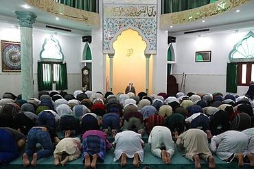 Muslim men praying, Friday Prayers (Salat), Masjid Al Rahim Mosque, Ho Chi Minh City, Vietnam, Indochina, Southeast Asia, Asia