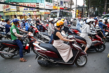 Motorbikes in chaotic street life traffic, Ho Chi Minh City, Vietnam, Indochina, Southeast Asia, Asia