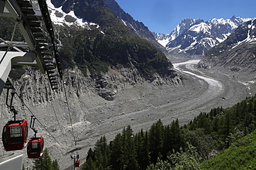 Gondola lift, the Mer De Glace glacier which has thinned 150 meters since 1820, Mont Blanc Massif, Haute-Savoie, French Alps, France, Europe