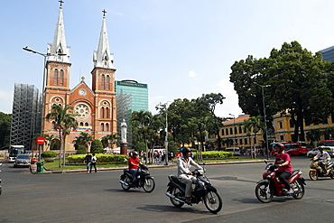 Notre Dame Cathedral and Virgin Mary statue, District 1, Ho Chi Minh City (Saigon), Vietnam, Indochina, Southeast Asia, Asia