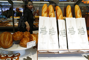 Fresh French bread (baguette) for sale in bakery, Ho Chi Minh City, Vietnam, Indochina, Southeast Asia, Asia