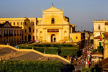 Cathedral stairs, Corso Vittorio Emanuele and church, Noto, UNESCO World Heritage Site, Sicily, Italy, Europe
