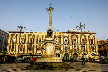 Fontana dell'Elefante (Elephant fountain) on the Piazza Duomo (Cathedral square), Catania, Sicily, Italy, Mediterranean, Europe