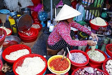 Vietnamese woman working at market, Ho Chi Minh City, Vietnam, Indochina, Southeast Asia, Asia
