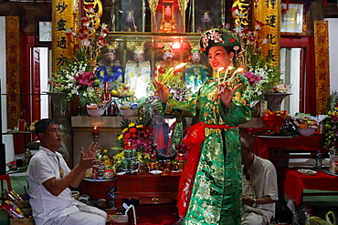 Mau Son Taoist temple, woman at Taoist ceremony, ritual of offerings, Sapa, Vietnam, Indochina, Southeast Asia, Asia