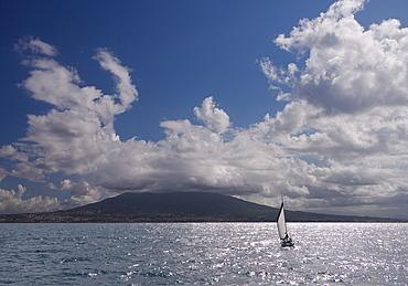 Sailing boat with Mount Vesuvius behind, Bay of Naples, Campania, Italy, Mediterranean, Europe
