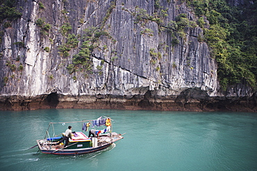 Fishing boat, Ha Long Bay, Vietnam, Indochina, Southeast Asia, Asia