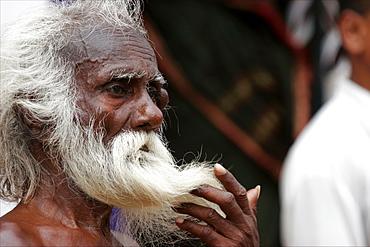 Pilgrim at the public bath in Tanjore, Tamil Nadu, India, Asia