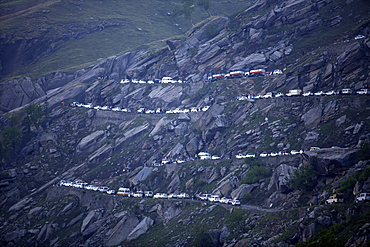 On Rohtang Pass road, traffic jam at 5 in the morning, close to Manali, road from Manali to Leh, Himachal Pradesh, India, Asia