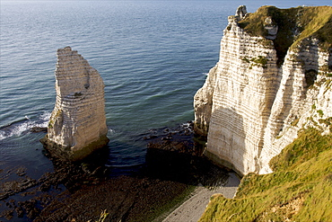 The pebble beach of Etretat and the cliffs of the Cote d'Albatre, Seine Maritime, Normandy, France, Europe
