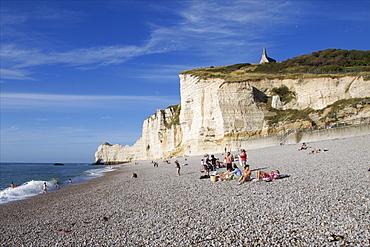 The great pebble beach of Etretat and the chapel of Notre-Dame de la Garde on the cliffs above, Etretat, Seine Maritime, Normandy, France, Europe