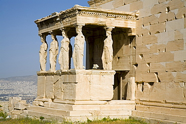 The Erechtheion, 420 to 403 BC, the Porch of the Caryatids. Acropolis, UNESCO World Heritage Site, Athens, Greece, Europe
