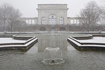 Municipal Park in the snow, Embankment Gardens, Nottingham, Nottinghamshire, England, United Kingdom, Europe