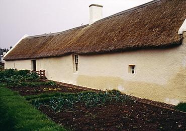Birthplace of Scottish poet Robert Burns, an 18th century single storey cottage, Alloway, Ayrshire, Scotland, United Kingdom, Europe