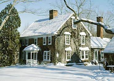 Colonial period farmhouse under snow, Lyme, Connecticut. New England, United States of America, North America