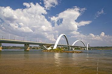 Ponte Juscelino Kubitschek (President JK Bridge), architect Oscar Niemeyer, Brasilia, UNESCO World Heritage Site, Brazil, South America