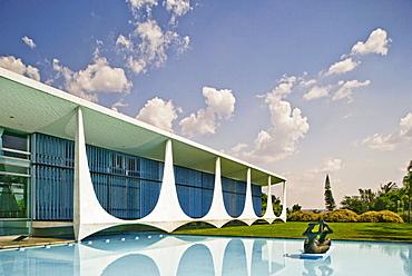 Palacio da Alvorada (Alvorada Palace), built in 1958, official residence of the President of Brazil, architect Oscar Niemeyer, Brasilia, UNESCO World Heritage Site, Brazil, South America