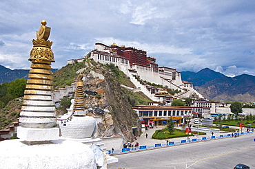 The Potala Palace former chief residence of the Dalai Lama, UNESCO World Heritage Site, Lhasa, Tibet, China, Asia