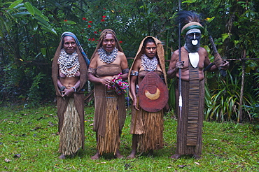 Tribal chief with his wives, Pajo, Highlands, Papua New Guinea, Pacific