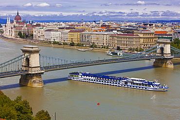 Chain bridge across the River Danube, Budapest, Hungary, Europe