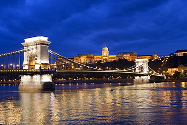 The Chain Bridge across the River Danube at night, Budapest, Hungary, Europe