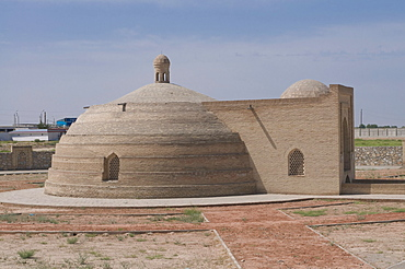 Old caravanserai along the road, Karakalpakstan, Uzbekistan, CentralAsia, Asia