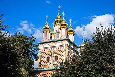 Gate church of John the Baptist in the Trinity Lavra of St. Sergius, UNESCO World Heritage Site, Sergiyev Posad, Golden Ring, Russia, Europe