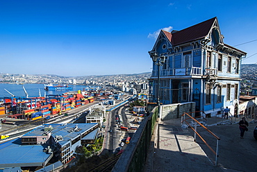 Old wooden villa overlooking the Historic Quarter, UNESCO World Heritage Site, Valparaiso, Chile, South America