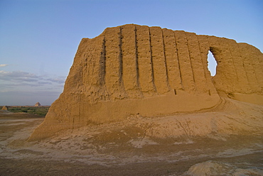 Great Kyz Kala, in the ancient ruins of Merv, UNESCO World Heritage Site, Turkmenistan, Central Asia, Asia