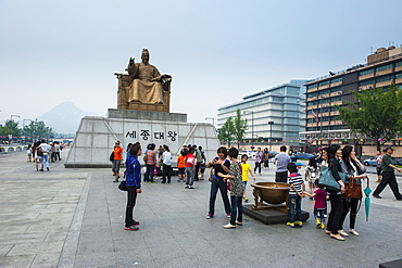 Admiral Yi sun-sin statue in the Gyeongbokgung palaca, Seoul, South Korea, Asia