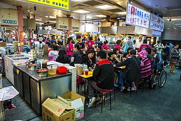 People eating at the Shilin Night Market, Taipei, Taiwan, Asia