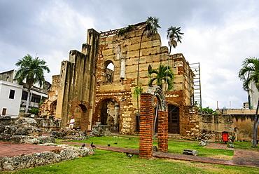 Ruins of the hospital of San Nicolas de Bari, Old Town, UNESCO World Heritage Site, Santo Domingo, Dominican Republic, West Indies, Caribbean, Central America