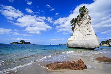 Giant rock on the sandy beach of Cathedral Cove, Coromandel, North Island, New Zealand, Pacific