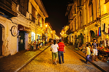 Night shot of the pedestrian zone with Spanish colonial architecture in Vigan, UNESCO World Heritage Site, Northern Luzon, Philippines, Southeast Asia, Asia