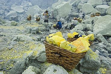 Basket of sulphur blocks, Ijen Volcano, Java, Indonesia, Southeast Asia, Asia