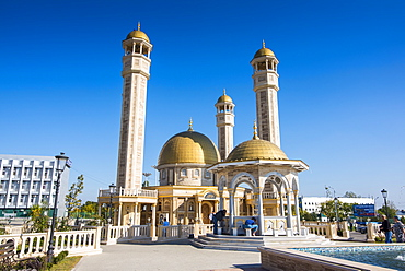 Yusuf Sakkazova Mosque. situated near Grozny Airport, Grozny, Chechnya, Caucasus, Russia, Europe