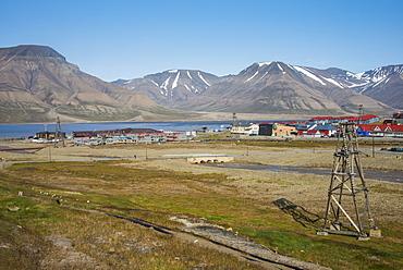 View over Longyearbyen, Spitsbergen, Svalbard, Arctic, Norway, Scandinavia, Europe