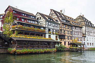 Timbered houses and canal in the quarter Petite France, UNESCO World Heritage Site, Strasbourg, Alsace, France, Europe