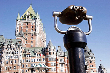 Canada, Quebec City, Upper Town, Place Terrasse_Dufferin, Fairmont Le Chateau Frontenac Hotel, telescopic viewer,