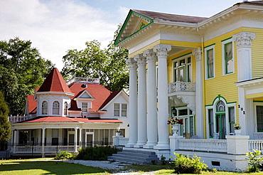 Alabama, Union Springs, historic home, Powell Street, preservation, Rainer-Lewis House, 1904, Neo-Classical Revival, portico, Corinthian columns, yellow, Keller-Williams House, 1903, ghost, Queen Anne style,