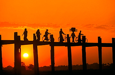 Sunset, U-Bein Bridge, on Lake Taungthaman, Mandalay, Myanmar (Burma)