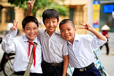 Portrait of three boys showing peace sign, The Old Quarter, Hanoi, Vietnam, Indochina, Southeast Asia, Asia 2006