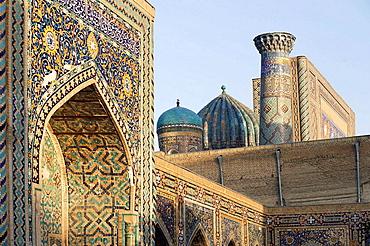 The Registan (Tilla Kari Medressa), Samarkand, Uzbekistan, Central Asia