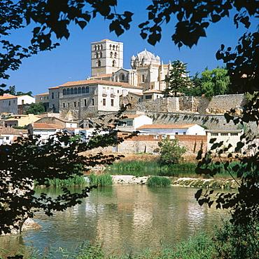 Cathedral and Douro river, Zamora, Castilla-Leon, Spain