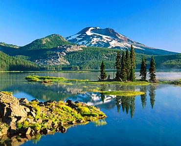 Sparks Lake and S, Sister, Deschutes National Forest, Century Dirve, Bend, Oregon, USA