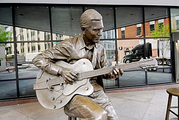 Statue of Chet Atkins Country Music Legend in front of Bank of America building Nashville, Tennessee, USA