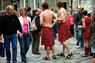 Street artists on the Royal Mile, Edinburgh Festival Fringe, Scotland