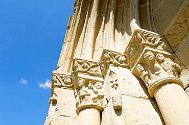 Detalle de portada de Ermita de San Juan (romanico _ XIII); Montan~ana (Conjunto Historico Artistico); Comarca de la Ribagorza; Huesca; Aragon; Espan~a